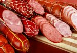 По новому ГОСТу в полукопченых мясных изделиях может практически отсутствовать мясо